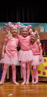 three piggy opera musical